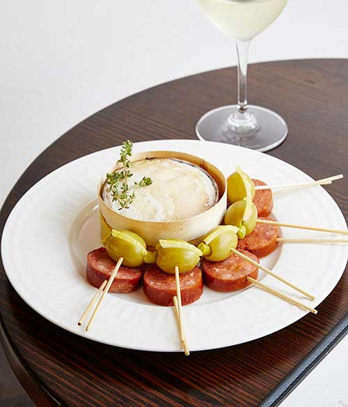 BAKED-VACHERIN-AND-POLISH-SAUSAGE,-CONTINENTAL-DELI